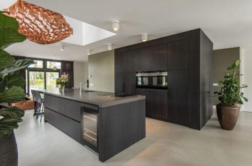 zwarte maatwerk keuken
